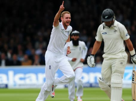 Stuart Broad dismisses Ross Taylor1 web