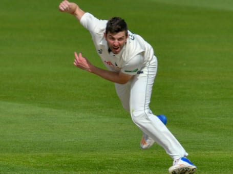 Harry Gurney bowling Lancs 2018