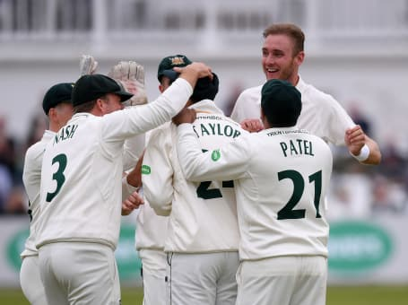 Stuart Broad and Team Celebrate