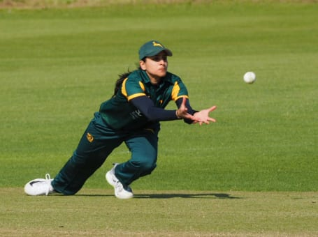 Notts Women catch