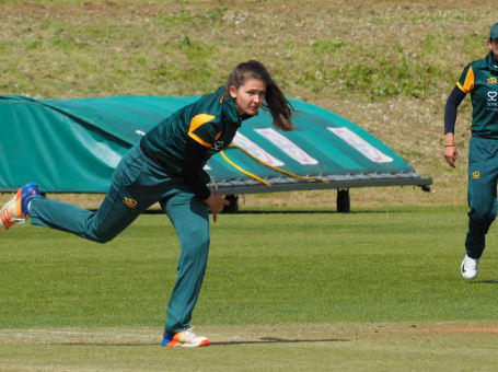 Notts Women bowling2