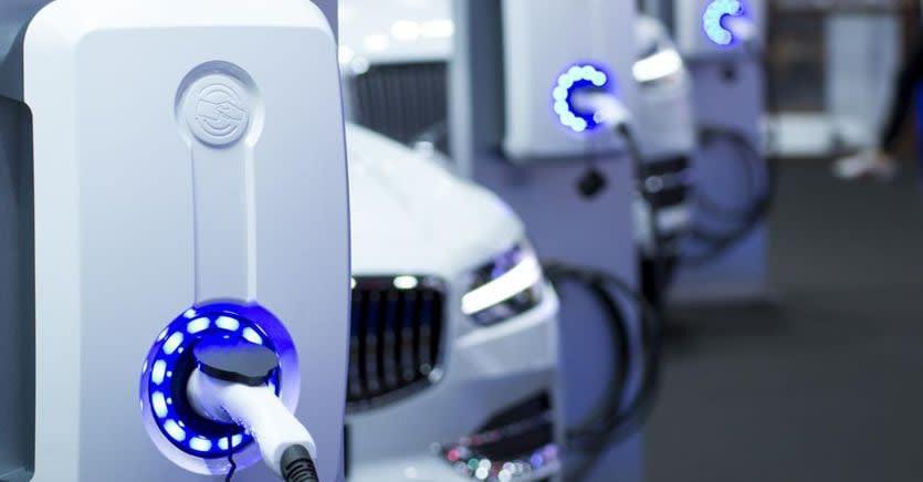 Auto elettriche, incentivi fino al 2026 e colonnine di ricarica
