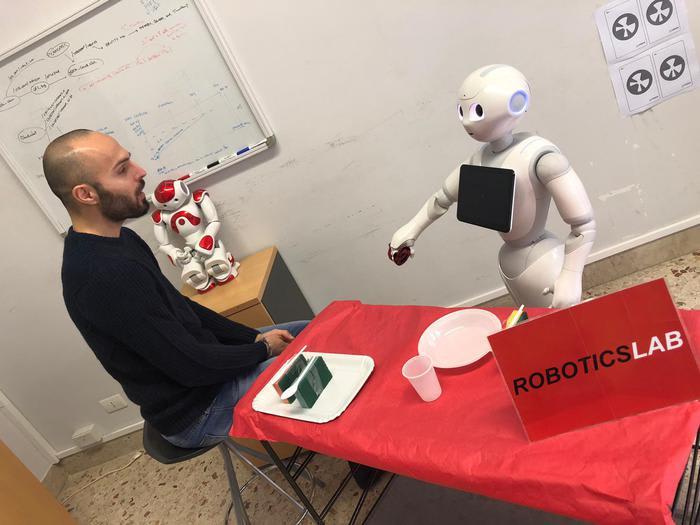 In Italia il primo robot che pensa ad alta voce VIDEO