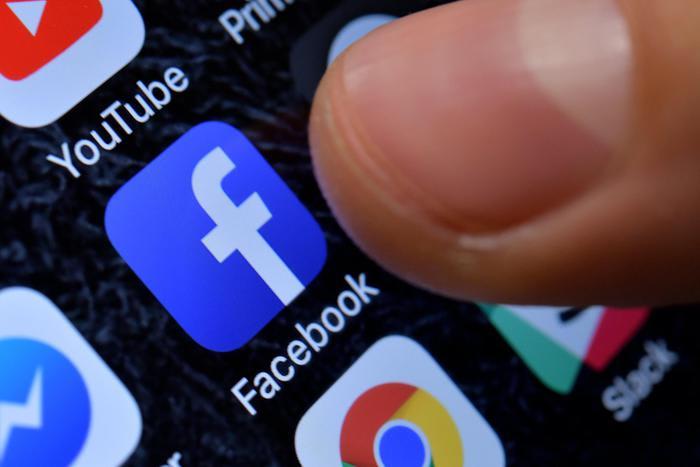 Covid: Facebook non censurerà ipotesi creazione laboratorio