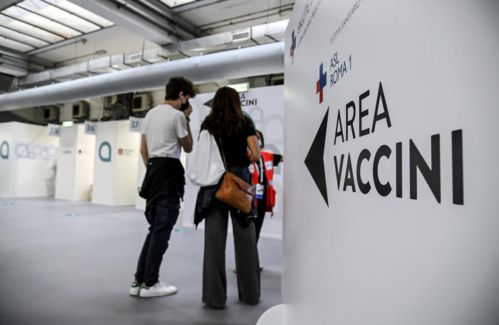 Vaccini: Riccardi, da 16/6 apertura agende fascia 12-15 anni