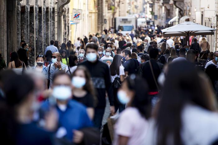 Covid, i dati giornalieri: '951 positivi e 30 vittime'