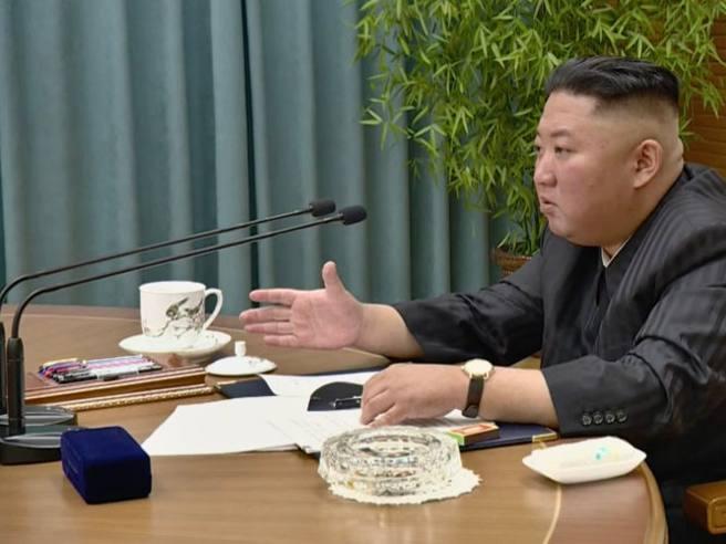 Kim Jong-un dimagrito? Lo dice il cinturino del suo orologio