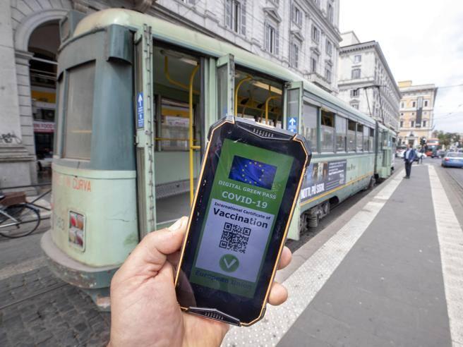 Green pass obbligatorio dal 6 agosto: approvato il nuovo decreto