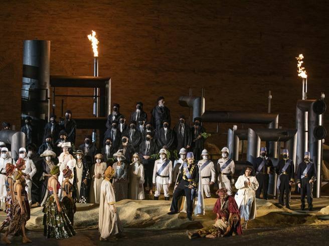 Macerata Opera Festival 2021: pozzi di petrolio nel deserto di