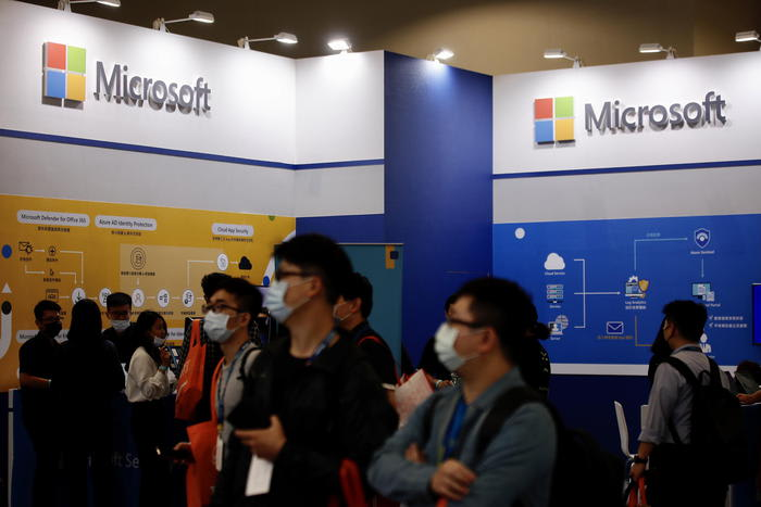 Torna 'Clippy', l'assistente di Microsoft diventa emoji