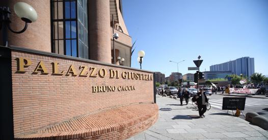 Torino, muore in strada per un malore: sette ore prima
