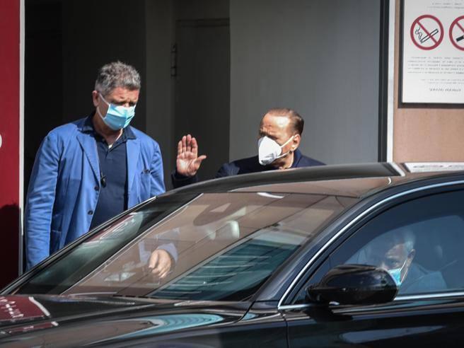 Berlusconi dimesso dal San Raffaele: era ricoverato per controlli