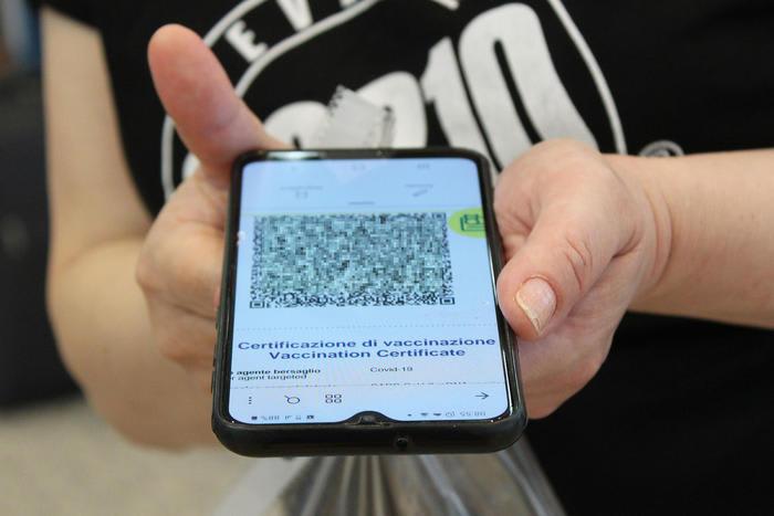 virus smartphone 700x467