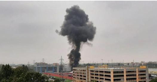 Milano, aereo da turismo precipita e prende fuoco: 8 morti,