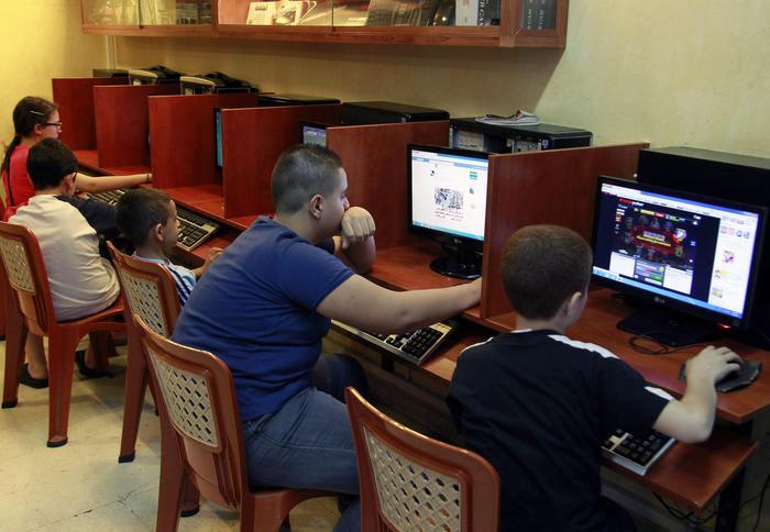 Italiani in rete tra community online, social network e news