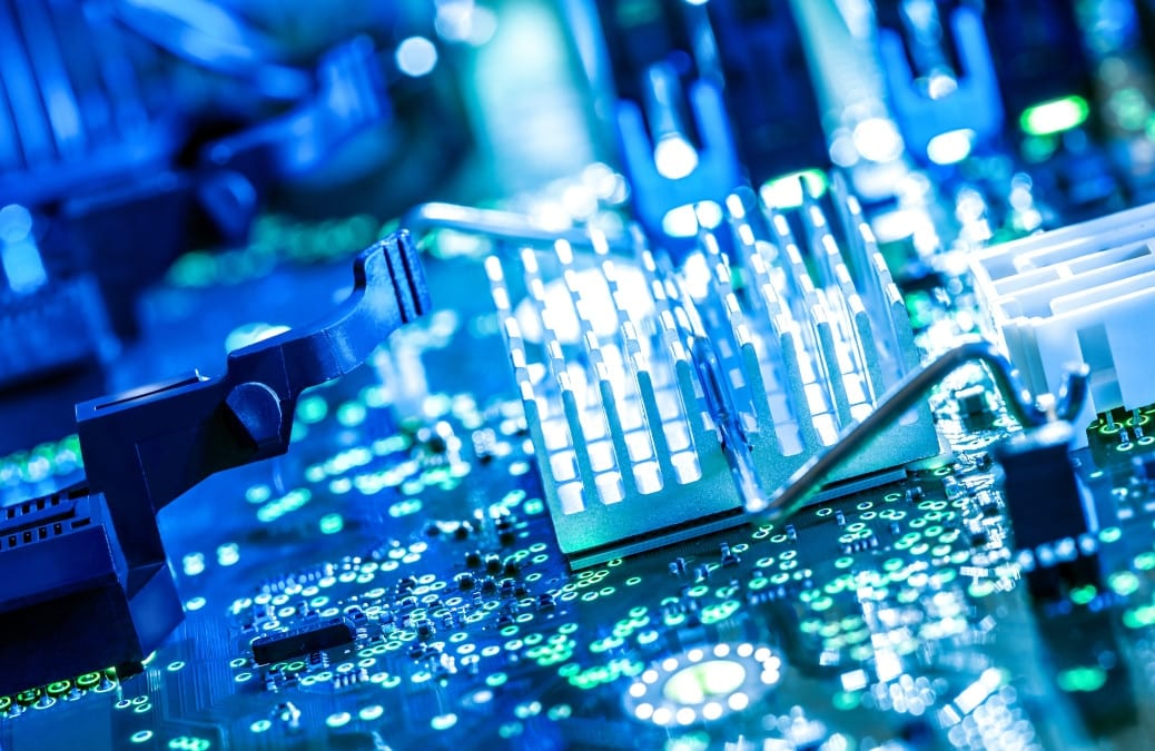 Stm progetta il futuro dell'elettrico Renault e fa spazio a Tower Semiconductor