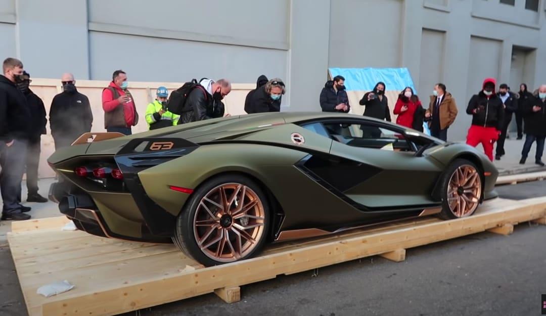La Lamborghini Sian Unboxing da 3 milioni di dollari a New York!
