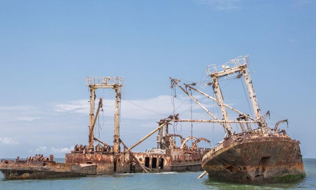 Dove vanno a morire i giganti del mare: i cimiteri delle navi