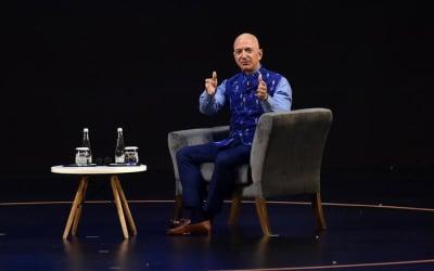 Amazon: Bezos record, vale 211 miliardi di dollari
