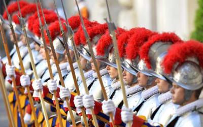 Vaticano, 3 guardie svizzere no vax rifiutano il vaccino e