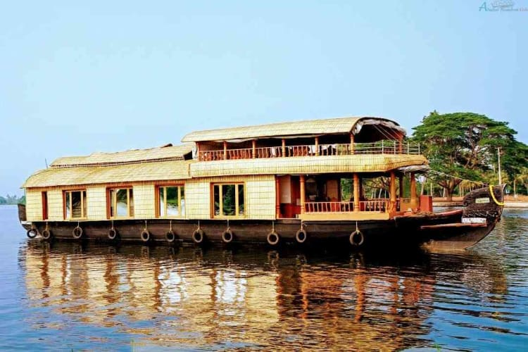 Houseboat Experience in Romantic Kerala
