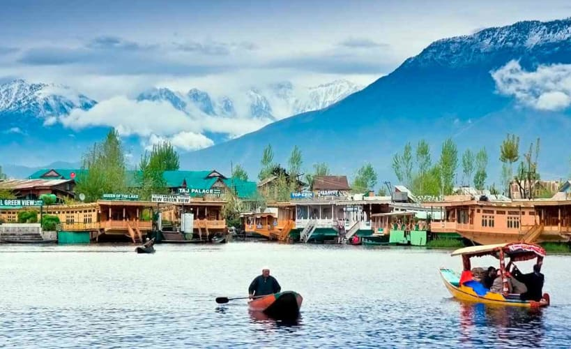 Trip to heavenly Kashmir with stay in houseboat