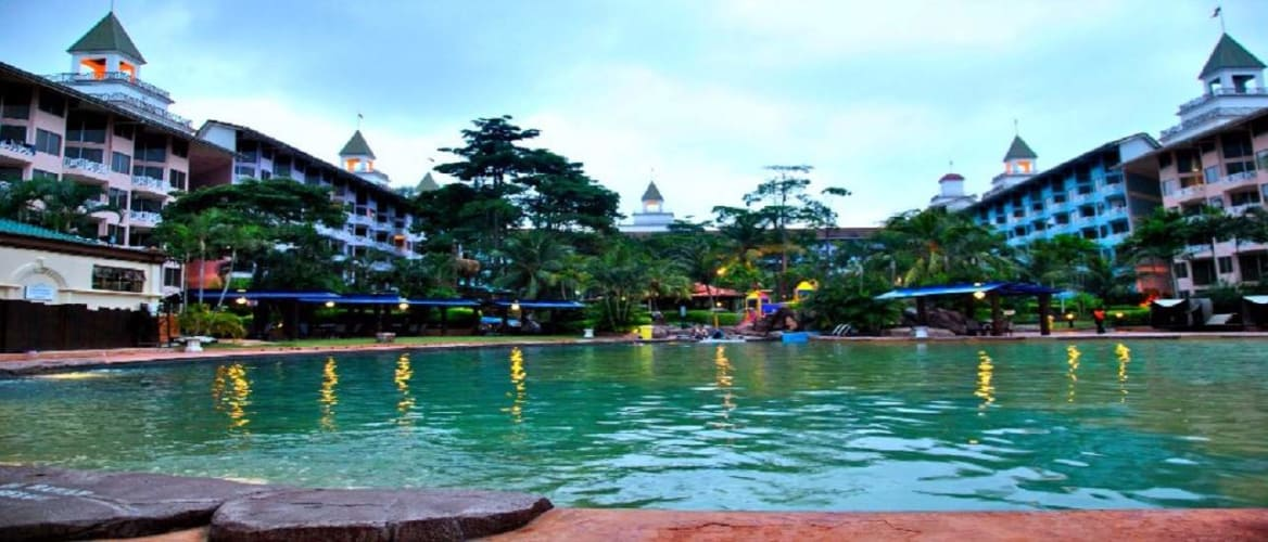 Live in a waterpark; Singapore & Malaysia Family Tour
