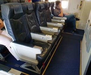 מושבי יציאת חירום במטוס בואינג 767 של UIA