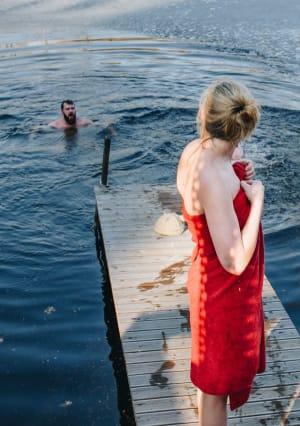 שחיה מים קפואים אחרי סאונה פינית