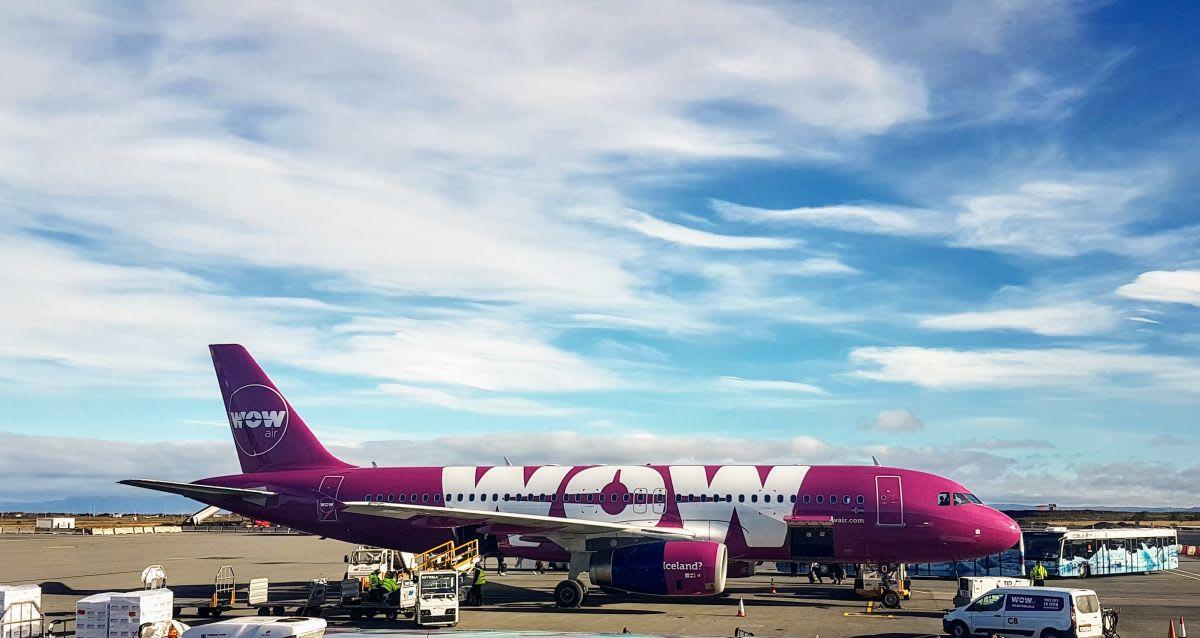 טיסות לואו-קוסט: מה מקבלים בחינם ועל מה צריך לשלם - מטוס של WOW AIR
