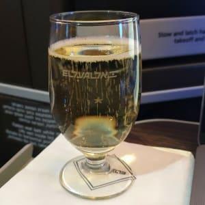 יין מבעבע במחלקת עסקים של אל על