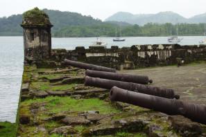 Tour a Colón con Visita a la Zona Libre y Esclusas de Agua Clara