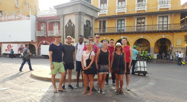 Tour a Pie por Cartagena con un Guia Zenu