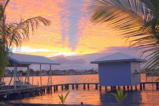 Estadia 3D / 2N en Mini Cabañas Sobre el Mar en Bocas del Toro