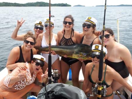 Tour privado en bote de día entero al archipiélago de Las Perlas saliendo de Ciudad de Panamá