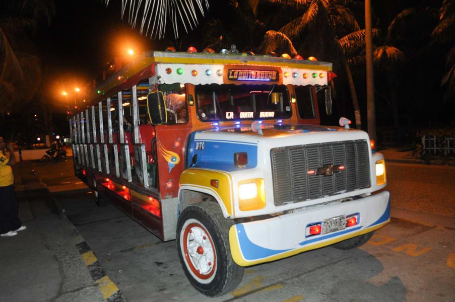 Noche de Rumba en CHIVA en Cartagena