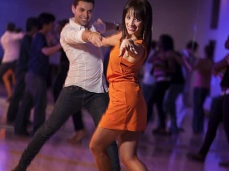 Aprende a Bailar Salsa con clase personalizada