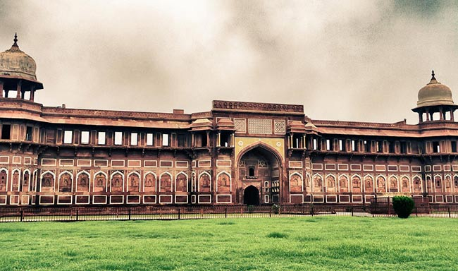 Agra Fort - Famous Historical Monuments of India