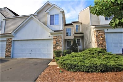 Beautifully UPDATED Townhouse with finished basement in Sought after Sherwood Forest.