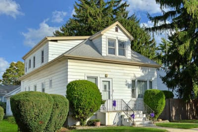 Unique opportunity in Norwood Park! Legal nonconforming 4 flat on 8500sf lot