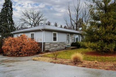 3 Bedroom Ranch in Elmhurst School District