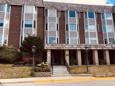 Bright And Spacious 2 Bedroom 2 bathroom Bristol Court Condo