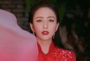 佟丽娅元宵节红裙写真