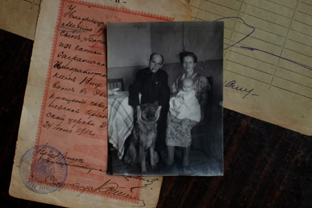 沙舍娃小时候与父母的合影。尽管从未在俄罗斯首都生活过,但她说话的时候带着父亲的莫斯科口音。