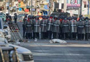 部分缅甸警察拒绝向示威者开枪后逃到印度