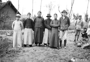 广汉农民一锄头挖开了宝藏 三星堆初露峥嵘 八十七年前的挖掘现场