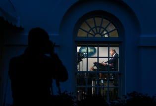 """特朗普如何度过""""被困""""白宫的每一天"""