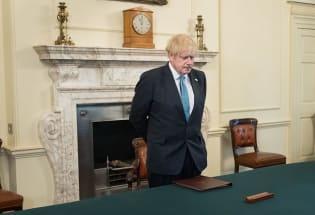 """大难不死的约翰逊与其治下的英国""""疫情社会主义"""""""