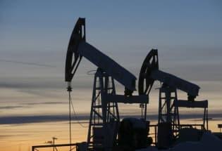 沙特与俄罗斯较劲放任油价狂跌 看谁能扛到最后