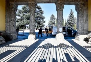 在意大利,这些新冠逝者孤独地死去,孤独地被埋葬
